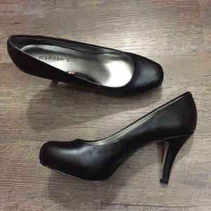 Size 7 Madden Girl black platforms